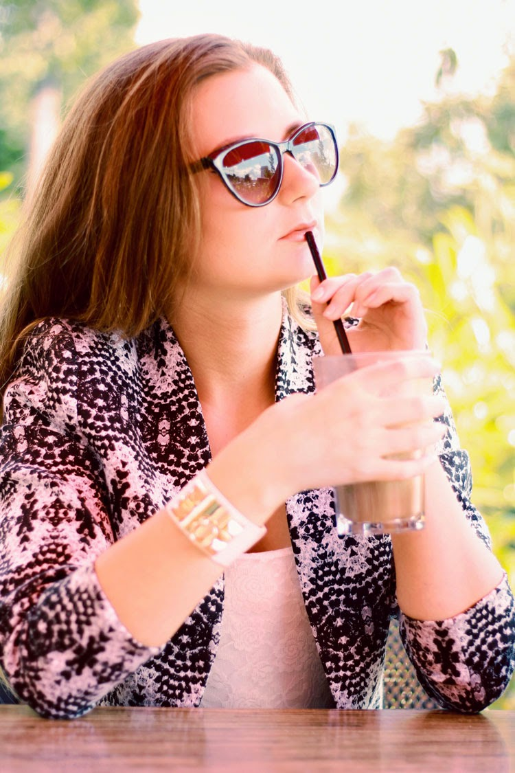 sonnig, lookbook, outfit, eiskaffee, sonnenbrille, lifestyle, hermes, dear fashion, mode blog, fashion blog