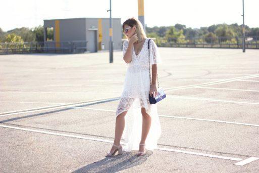 Sommer Look, Spitzenkleid, Love Moschino, Tasche, sonnenbrille, h&m, blonde haare, dearfashion, modeblog, fashion blog, trend, blockabsatz