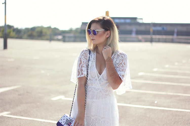 Festival Outfit, Spitze, Lace, Spitzenkleid, Blockabsatz, Fashion Blog, Modeblog, Dear Fashion, Lisa Jasmin, Love Moschino, Haar, Beauty