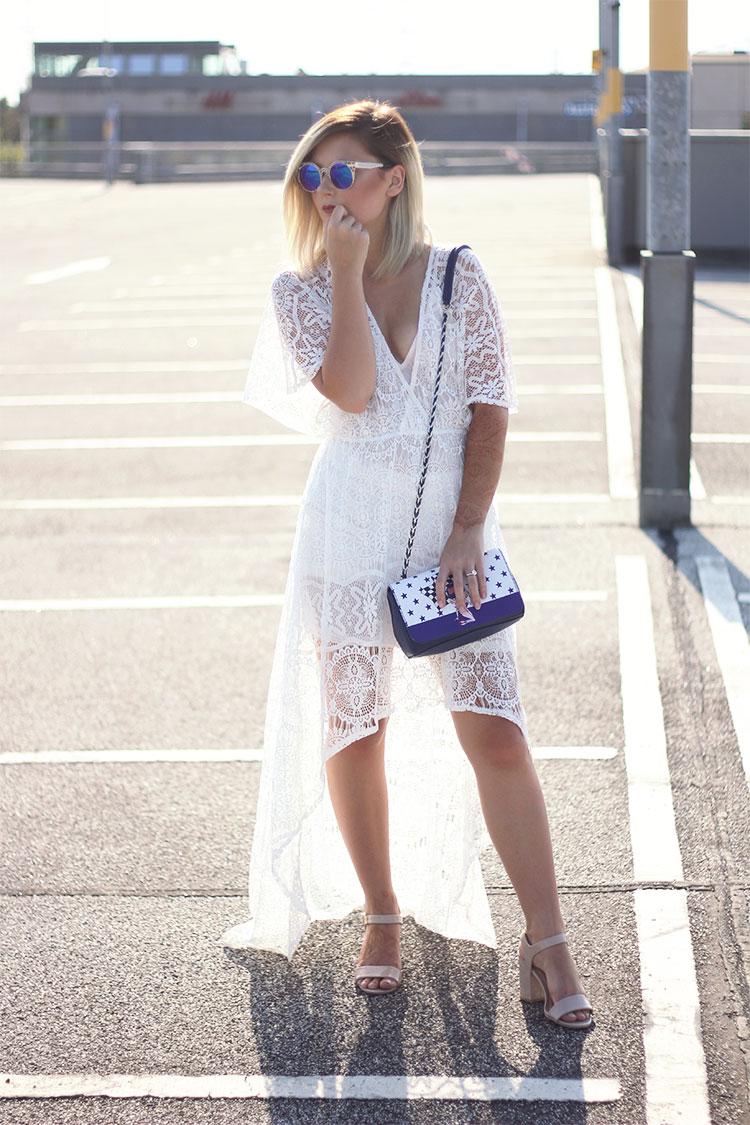 Spitzen Outfit, Spitzenkleid, Photoshooting, Lookbook, Blockabsatz, Riemensandalen, Sonnenbrille, Moschino Tasche, Dearfashion, Modeblog, Fashionblog