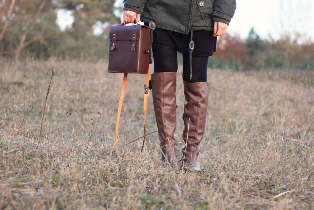 Details, Stiefel, Kameratasche, Wald, outfit, ootd, lookbook, dearfashion, rote haare, fashionblogger, modeblogger