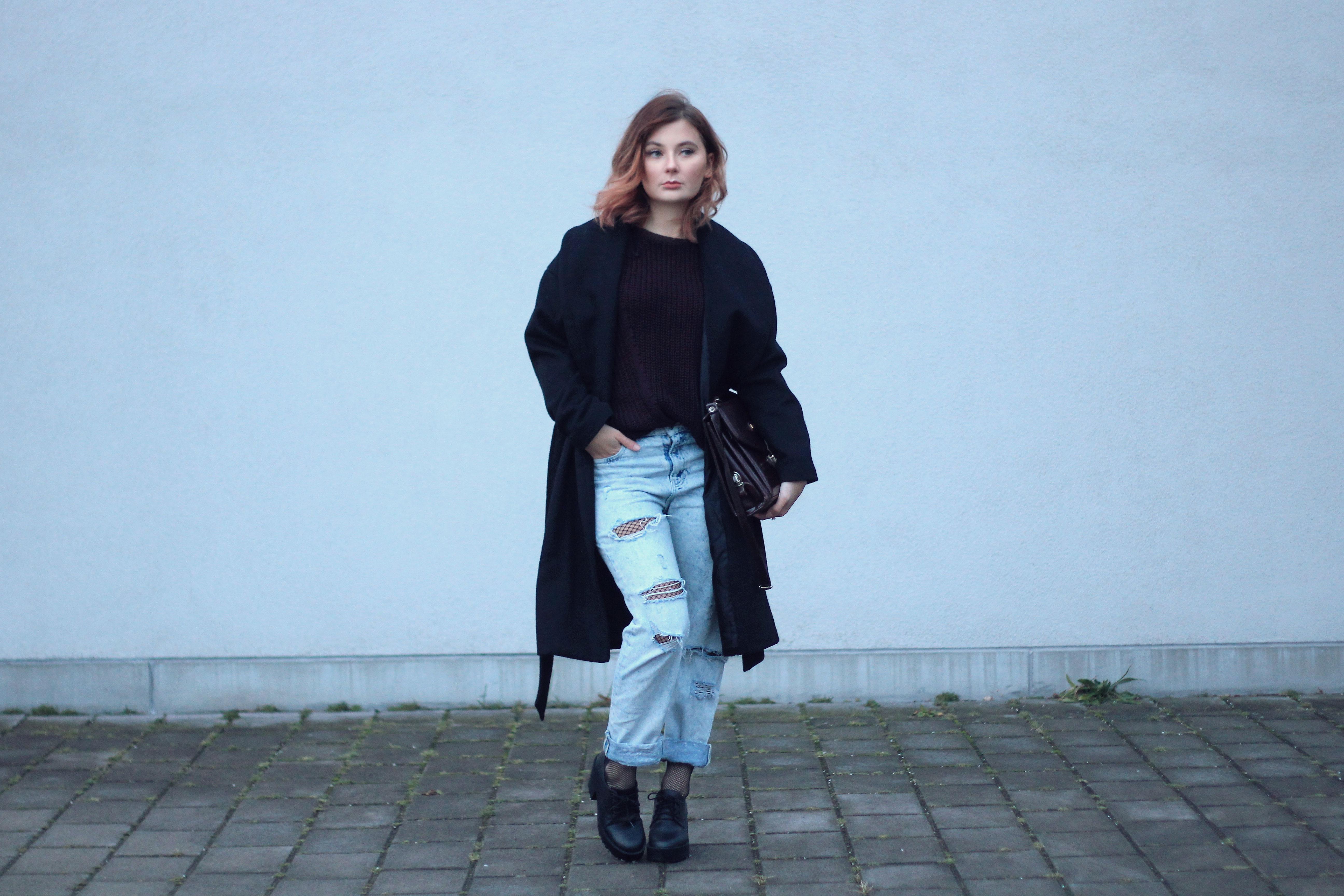 Look Fishnet Trend Netzstrumpfhose Boyfriend Jeans Coat Tasche Long Bob Stylist Modeblogger Fashionblogger Fashionblog Modeblog Lisa Jasmin Instagram Influencer Social Media