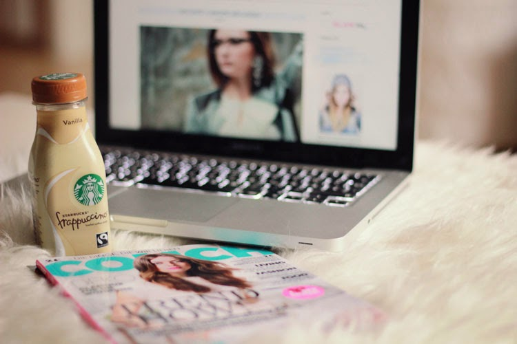 frappuccino, couch, macbook, work, inspiration, interior, mode blog, dear fashion, fashion blog