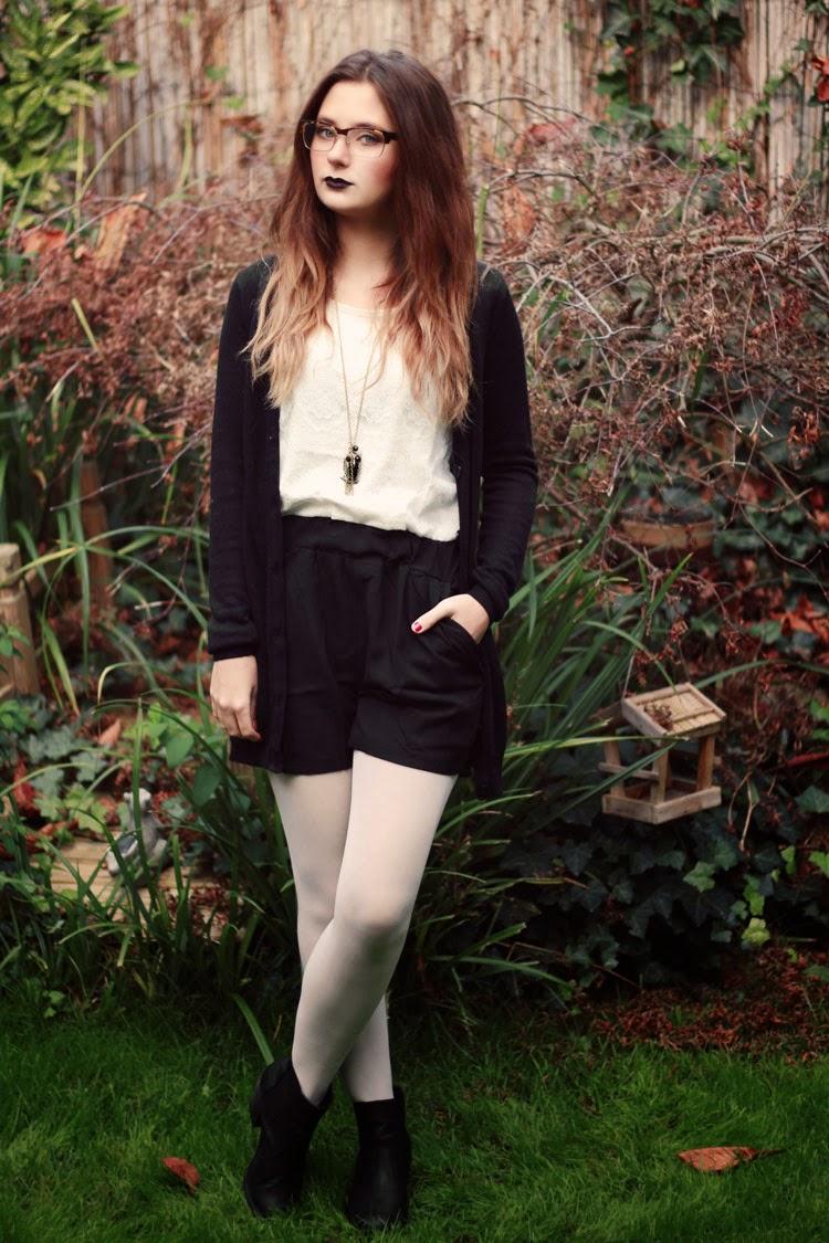 schwarzer lippenstift, black lipstick, black friday, sale, outfit, grungy, look, schwarz weiß, dear fashion, mode blog, fashion blog