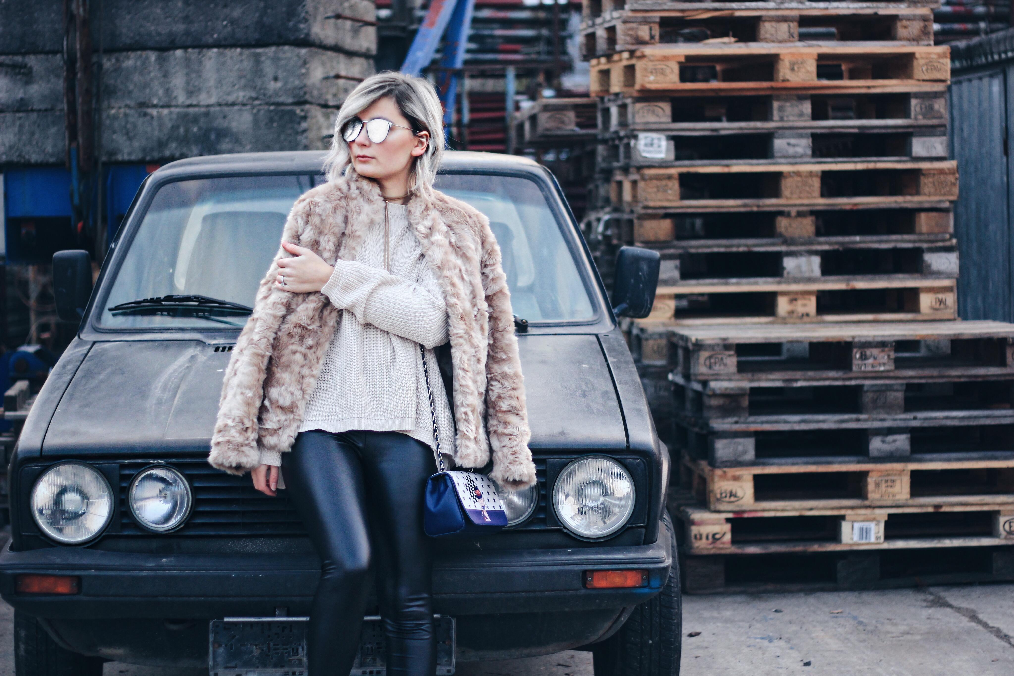 Modeblogger, Fashionblogger, Mannheim, Influencer, Fake Fur, Mantel, Lederoptik Leggings, Trend 2017, Fashion Week, Grey Hair